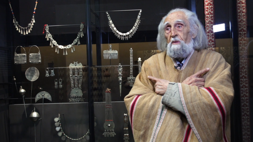 Gastón Soublette muestra colección de joyas